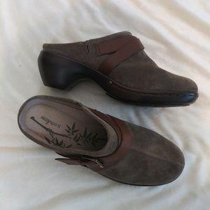 NWOT Easy Spirit shoes 9W